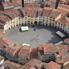 © Anonymous, Anfiteatro di Lucca, da: www.viaggi.fidelityhouse.eu