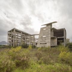 © Alterzioni Video e Fosbury Architecture,  Incompiuto, la nascita di uno stile, Cine teatro, Ponticorvo, 2018