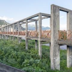 © Alterzioni Video e Fosbury Architecture,  Incompiuto, la nascita di uno stile, Fotografia, Villetta comunale, Calatibiano, 2018