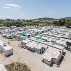 © Delfino Sisto Legnani/Marco Cappelletti, Maidan Tent, Ritsona/Grecia, Vista dall'alto, Fotografia, 2018, da: www.archdaily.com