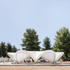 © Delfino Sisto Legnani/Marco Cappelletti, Maidan Tent, Ritsona/Grecia, Prospetto aperto, Fotografia, 2018, da: www.archdaily.com