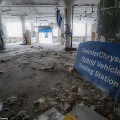 © Mediadrumimages, Kyle Brooky, Chrysler factory, 2019, da: www.dailymail.co.uk